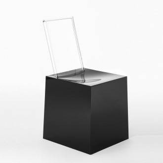 Eugeni Quitllet and Philippe Starck Miss Less Chair