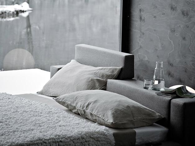 Giuseppe Viganò Cubo Bed