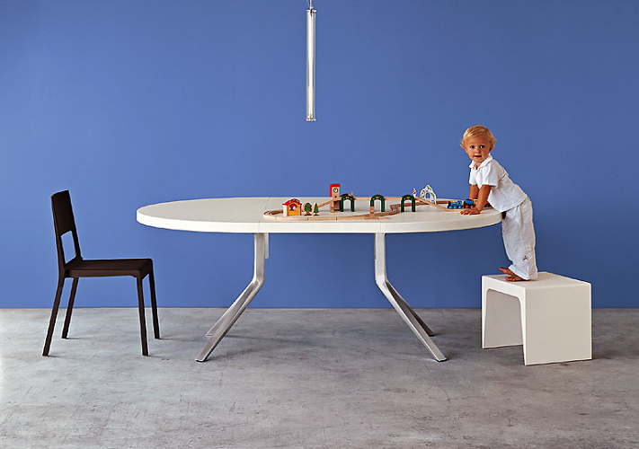 Monica graffeo oops table for Table extensible kristalia